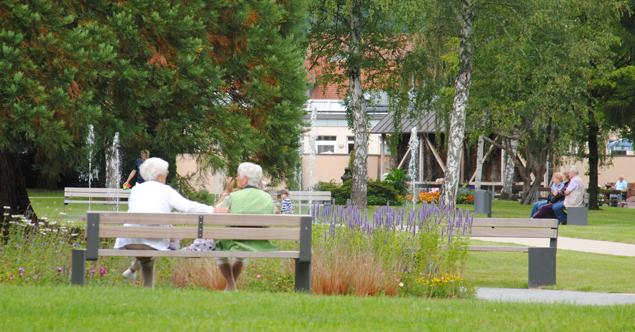 Sitzgelegnheiten im Kurpark